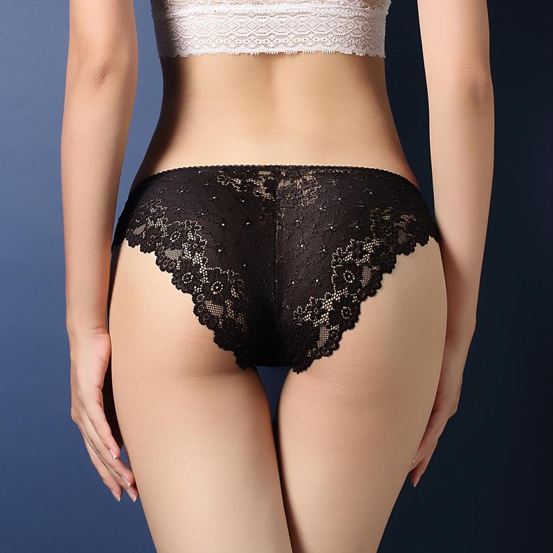 中大尺碼性感鏤空蕾絲提臀內褲XL(黑色)♥