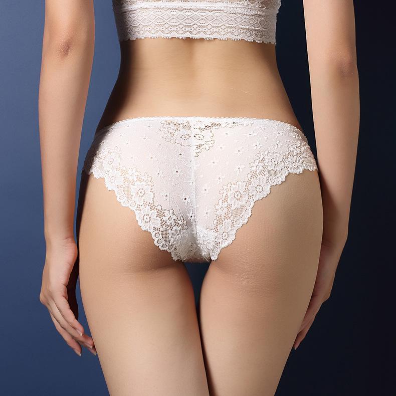 中大尺碼性感鏤空蕾絲提臀內褲XL(白色)♥